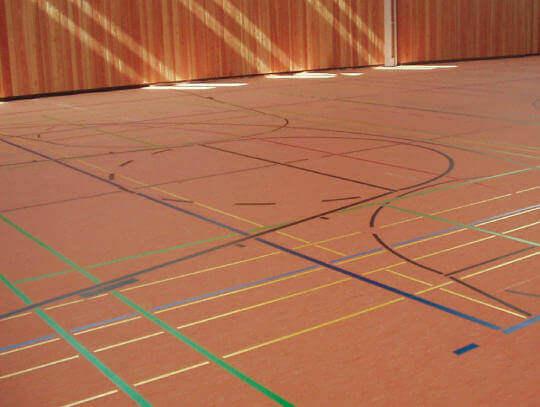 Spielfeldmarkierung in Sporthalle
