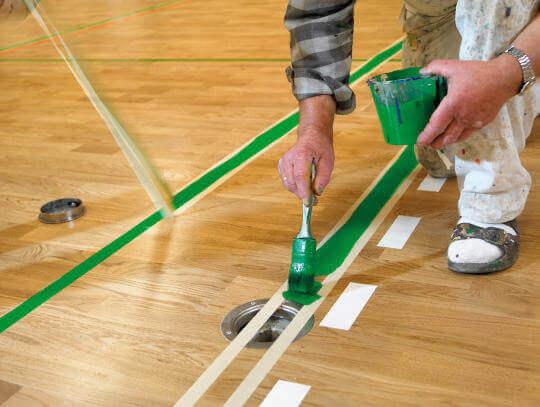 Spielfeldmarkierung von Hallen aufmalen