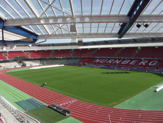 Spielfeldmarkierung im Bundesligastadion