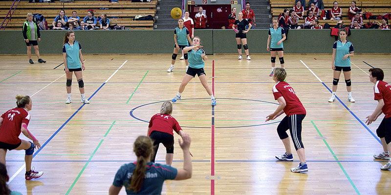 eines der beliebtesten Ballspiele im Sportunterricht: Völkerball