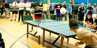 Headis: Wo Kopfball auf Tischtennis trifft