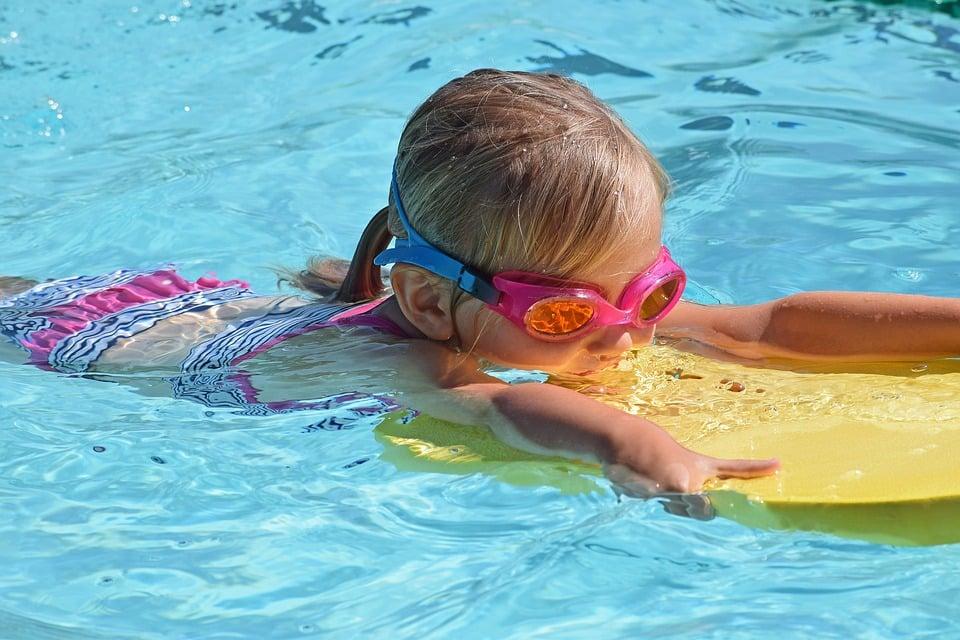 Der nasse Würfel: Sammle Gegenstände beim Schwimmen - jetzt unsere Spiele im Wasser entdecken!