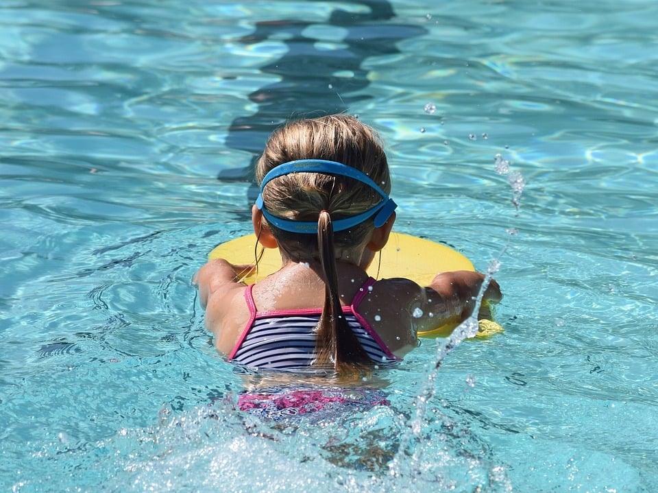 6 Beliebte Spiele Im Wasser Die Auch Für Nichtschwimmer Geeignet