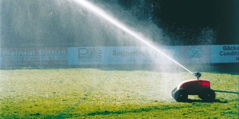 Optimale Bewässerung auf einem Rasenplatz