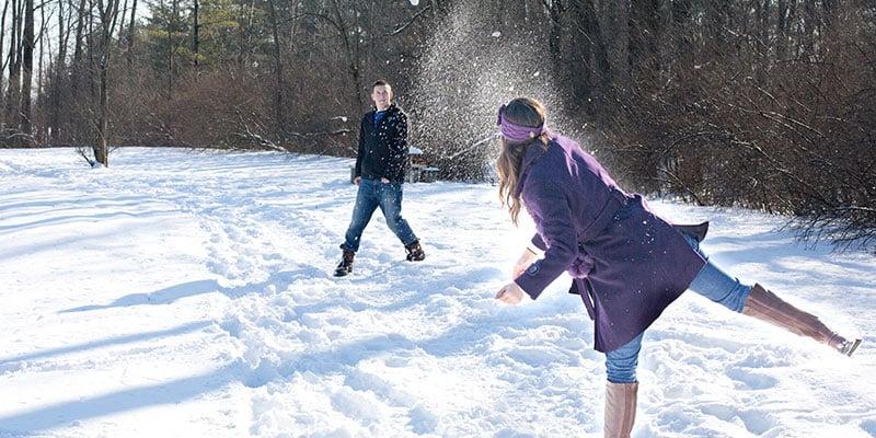 Schneeballschlacht funktioniert auch ohne Schnee - in der Halle als Spiel für die Weihnachtsfeier