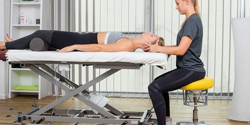 Der Therapeut sollte ergonomisch sitzen können