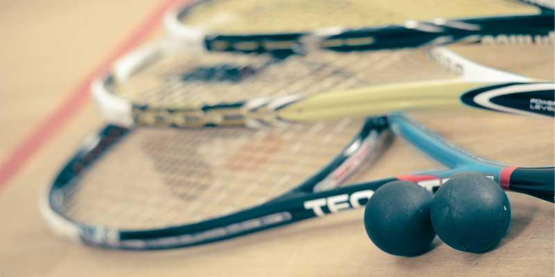 Squash Regeln im Überblick: Squashschläger und Bälle