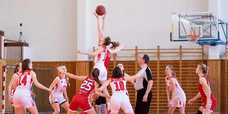 Aufwärmen im Basketball Training
