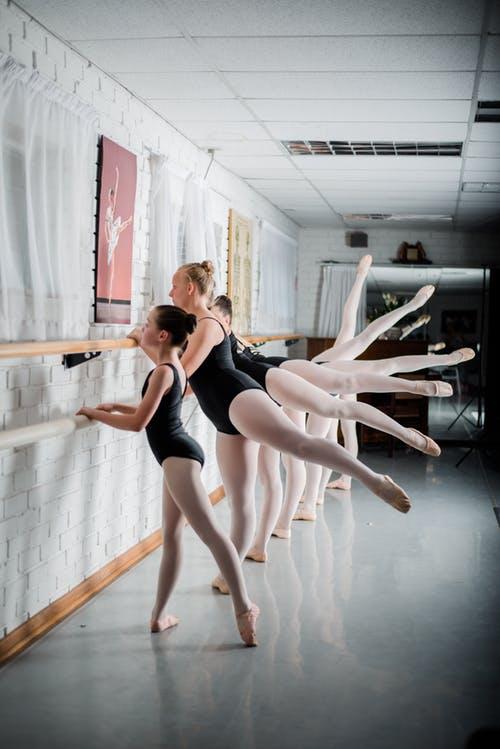 Ballett Trainingsgeräte, die jeder im Training benötigt