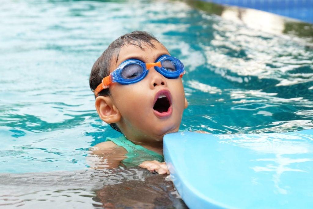 Was gehört zu einer optimalen Schwimmbadausstattung?