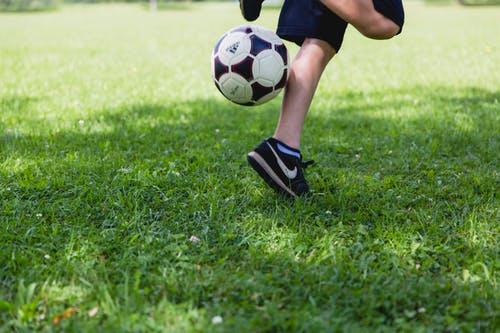 Übungen für Fußball in der Schule