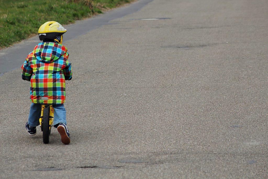 Kinderfahrzeug: Laufrad