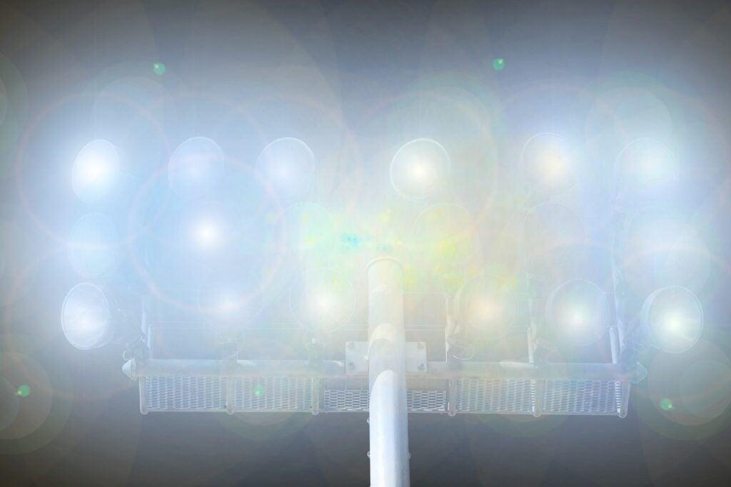 Flutlicht von Sportstätten