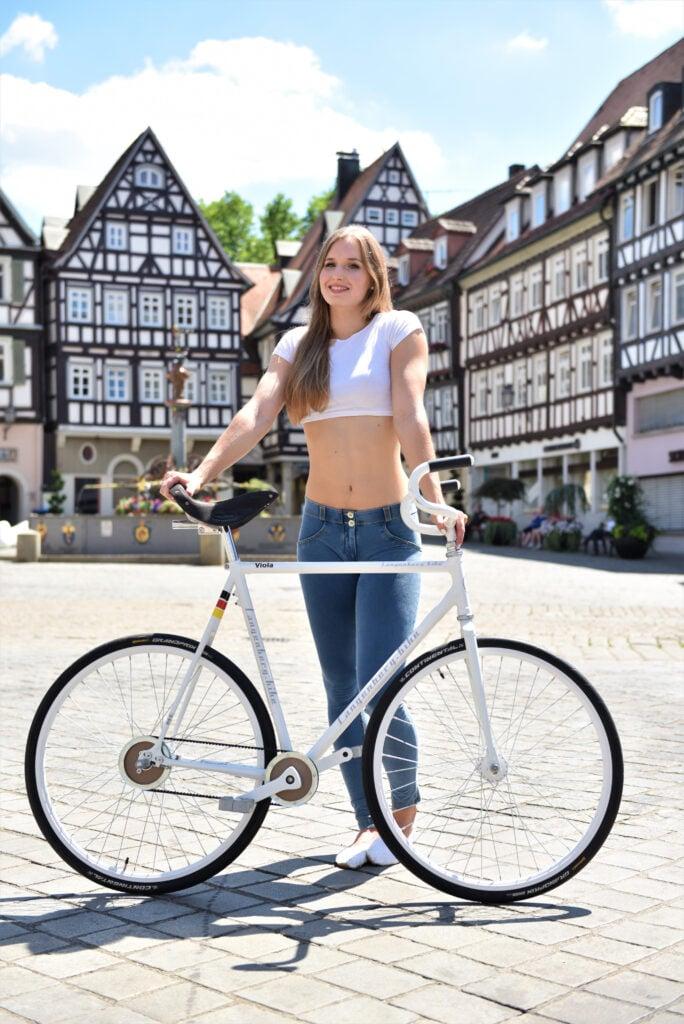 Viola Brand, Kunstradfahrerin